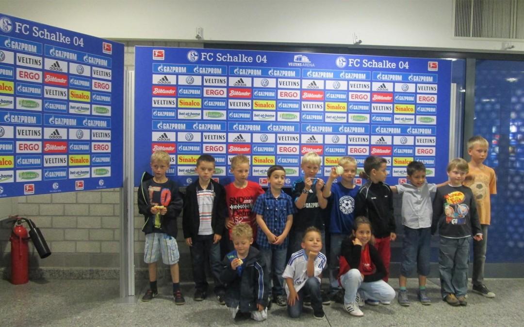 AMP Solutions sponsert Mannschaftsfahrt auf Schalke für F4 Jugend des JSG Bockum – Hövel