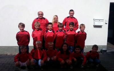AMP Solutions sponsert neue Sweat-Shirts für F4 Jugend des JSG Bockum – Hövel